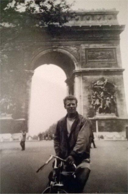 john at l'arc de triomphe